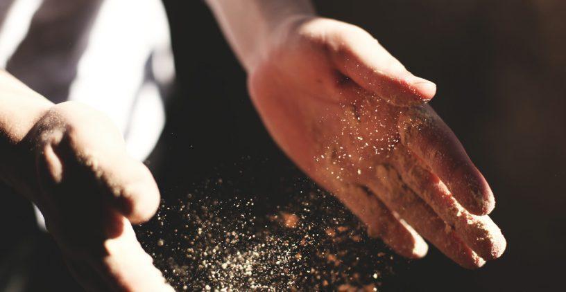 Hände mit Glitzer