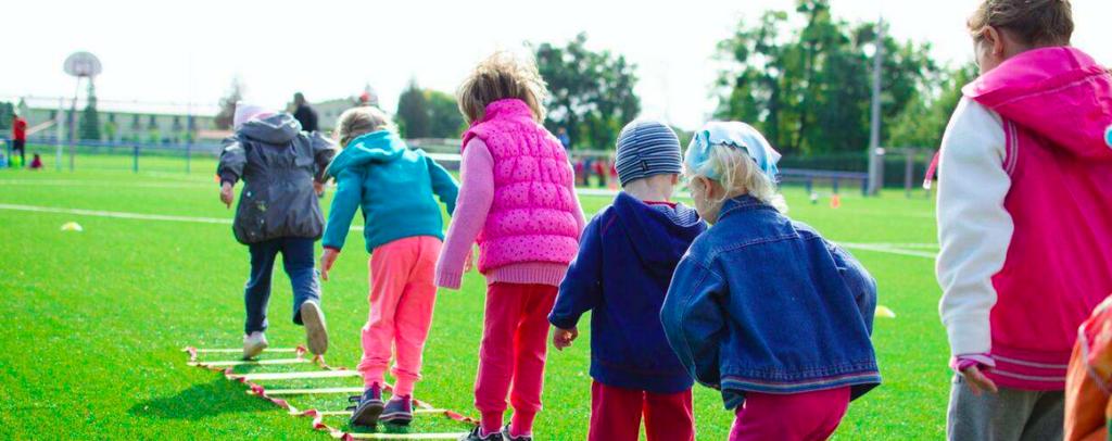 draußen in der Natur engagieren, z.B. in einem Kinderferienprogramm